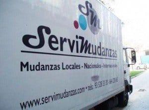 uno de los camiones de Servimudanzas